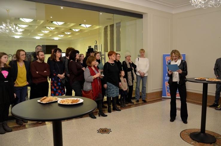 Host vernisáže Táňa Medvecká uvádí výstavu